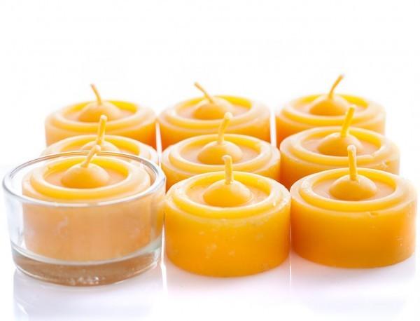 Teelichter aus Bienenwachs mit Glashalter