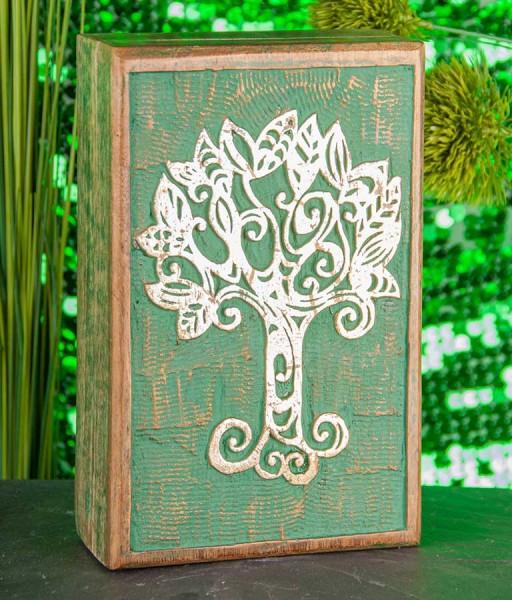 Holzbox mit dem Lebensbaum als Motiv