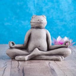 Yogafrosch in Meditation aus Steinguss